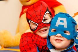 öltözködés, személyiség, szuperhősök, gyerekek
