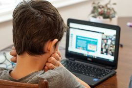 digitális oktatás, otthoni tanulás