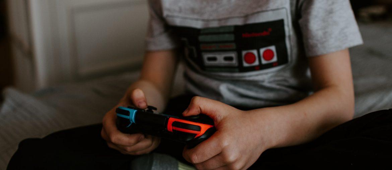 videojátékozó gyerekek